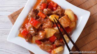 1072-maiale-agrodolce-ricetta-originale-cinese-maiale-fritto-con-salsa-agrodolce-ananas-e-peperoni